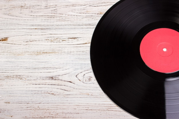 Disco de vinilo en madera, disco de vinilo.