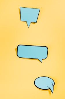 Discurso de estilo de arte pop burbujas sobre fondo amarillo