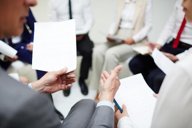 Discusión en papel