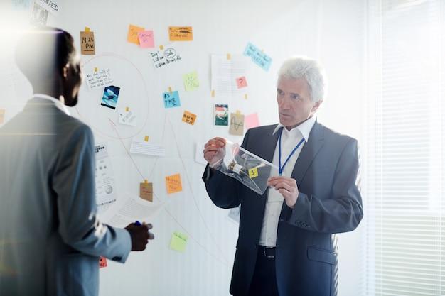 Discusión productiva de detectives talentosos