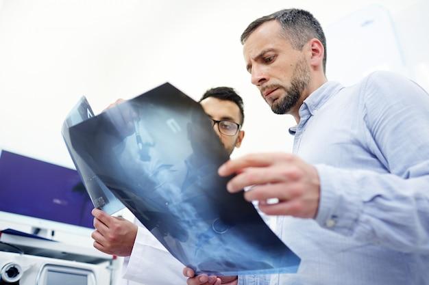 Discutir el problema de la médula espinal
