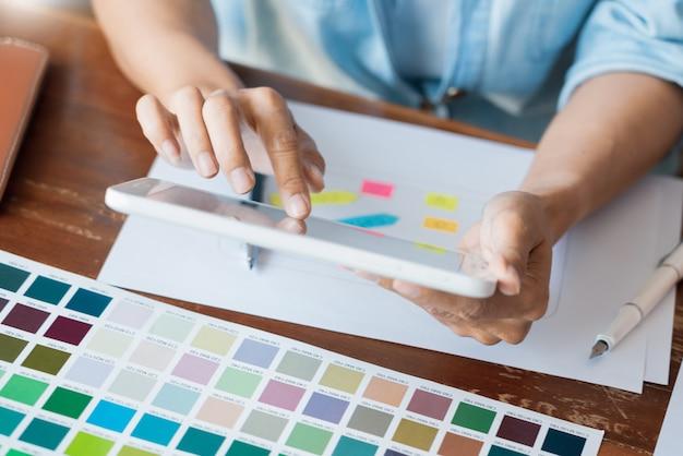 Diseñador creativo de interfaz de usuario y una aplicación.