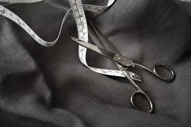 Diseñador de ropa hecho a medida traje de artesano sastre