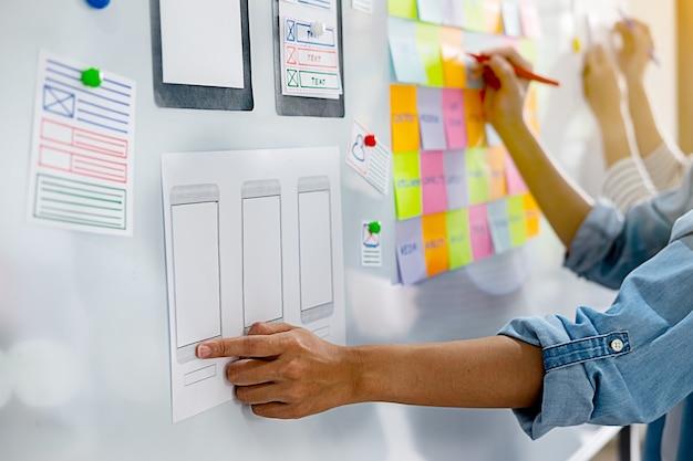 Diseñador web creativo que planea la aplicación y desarrolla el diseño de plantillas.