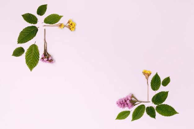 Diseño botánico con flores y hojas.