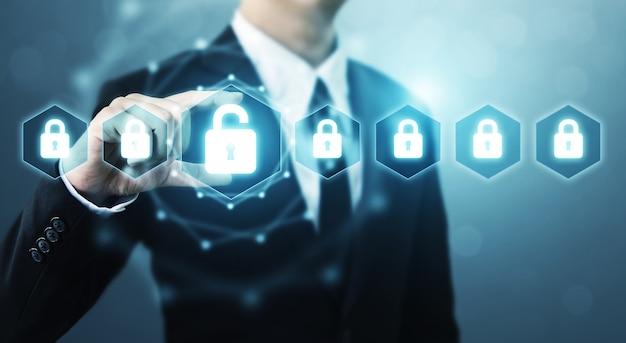 Diseño digital de empresario sosteniendo escudo proteger iconos sobre fondo azul.