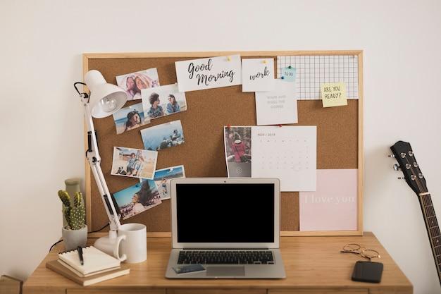 Diseño de escritorio de oficina en casa maqueta