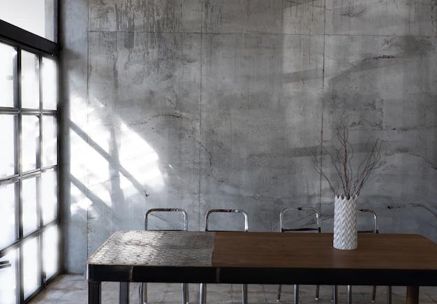 Diseño en estilo loft en el interior de la pared de colores oscuros.