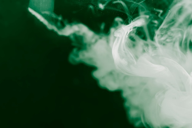 Diseño de humo blanco con filtro invertido.
