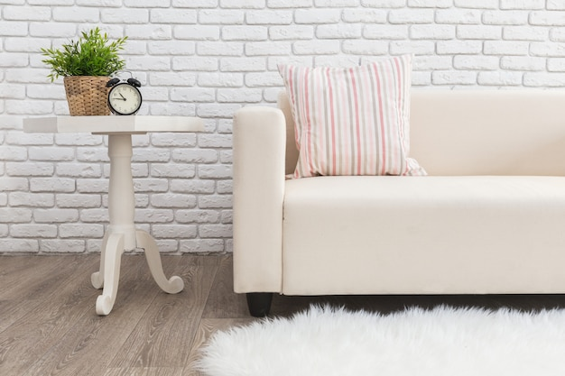 Diseño interior brillante y limpio de una moderna sala de estilo escandinavo.