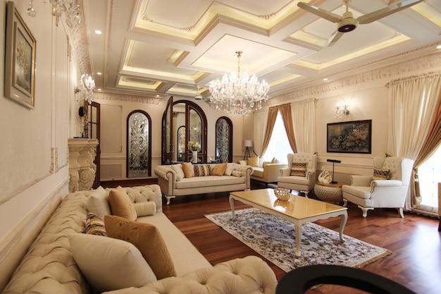 Diseño interior clásico de una sala de estar.