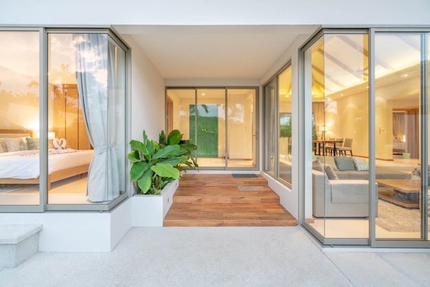 Diseño interior y exterior de la villa con piscina, sala de estar y dormitorio en la casa o edificio de la casa