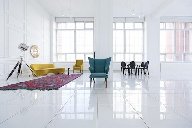 Diseño interior futurista de moda moderno de un amplio salón blanco con muebles negros y amarillos