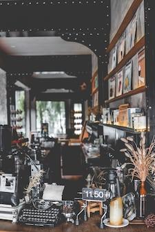Diseño interior de una hermosa cafetería.