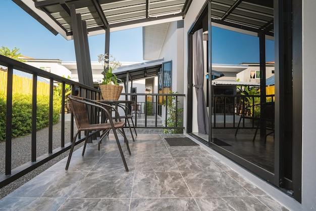 Diseño interior moderno de balcón de lujo.