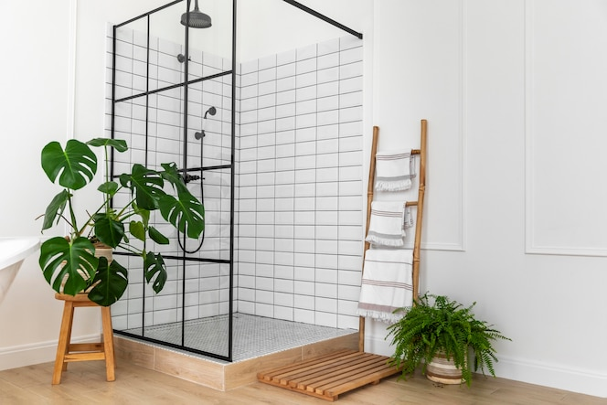 Diseño de interiores de baño con ducha.