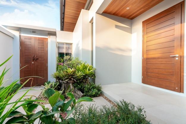 Diseño de interiores casa entrada.