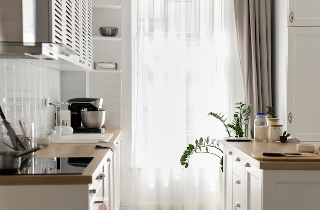 Diseño de interiores de cocina con electrodomésticos.