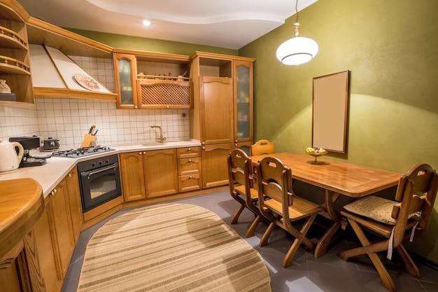 Diseño de interiores de cocina de madera hermosa. hogar interior