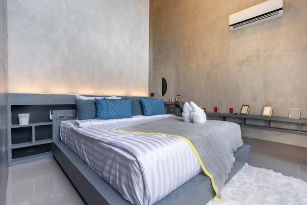 Diseño de interiores en dormitorio moderno.