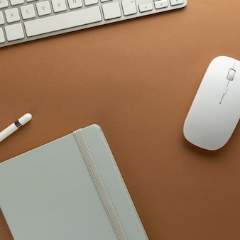 Diseño minimalista de escritorio para el hogar
