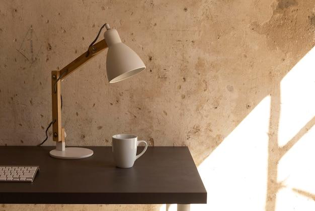 Diseño minimalista del espacio de trabajo para el hogar
