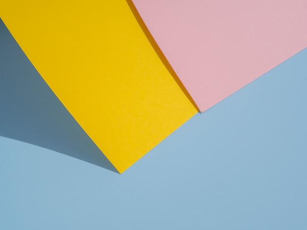 Diseño de papel poligonal amarillo y rosa