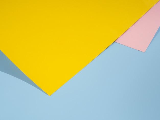 Diseño de papel poligonal amarillo