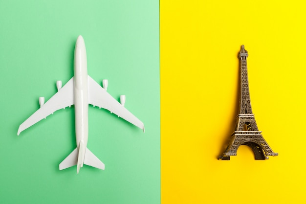 Diseño plano del concepto de viaje con avión