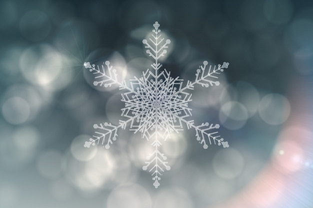 Diseño de plata en forma de escama de nieve.