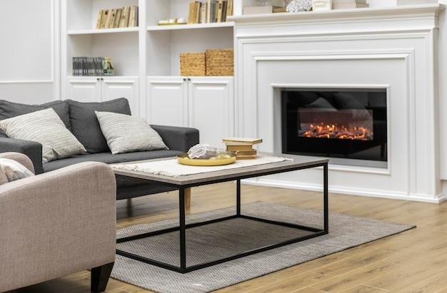 Diseño de sala de estar con chimenea.