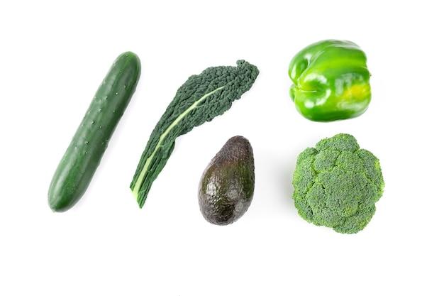 Diseño de verduras y frutas aisladas sobre fondo blanco.