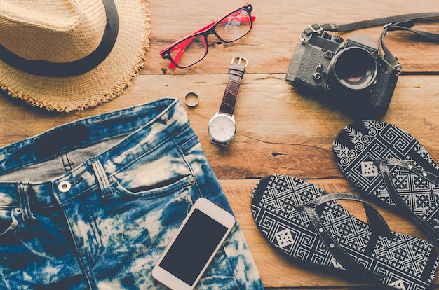 Disfraces de accesorios de viaje. pasaportes, equipaje, el costo de los mapas de viaje preparados para el viaje