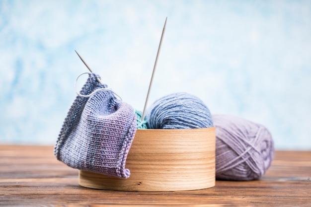 Disfrutado con hilo de lana de colores