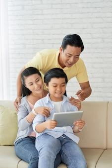 Disfrutando el domingo con los padres