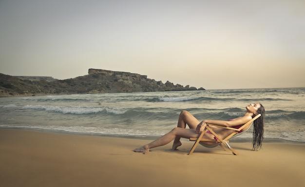 Disfrutando de la playa por la tarde.