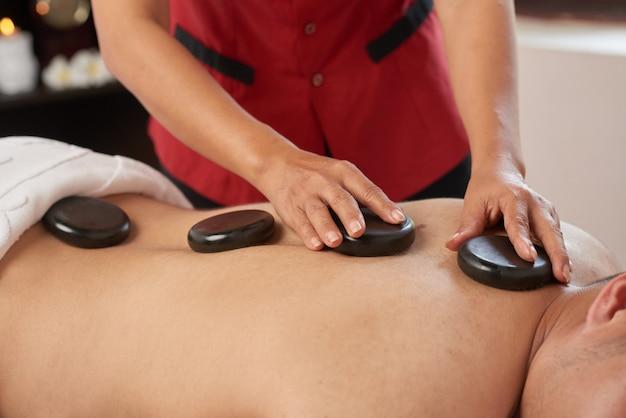 Disfrutando del procedimiento de spa