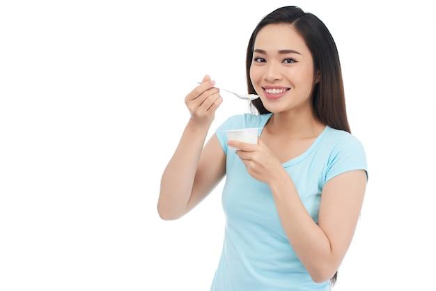 Disfrutando de yogurt griego