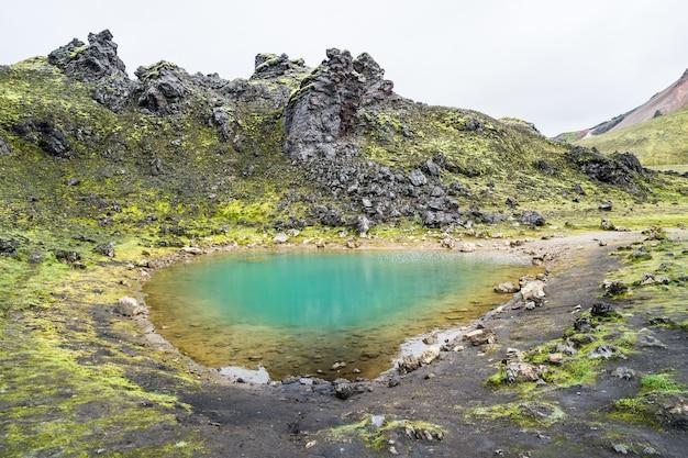 Disparo desde el parque nacional landmannalaugar en islandia