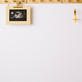 Disparo ultrasónico de niño y maniquí