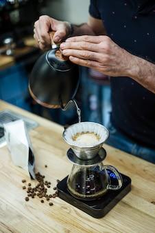 Disparo vertical de un proceso de preparación de café