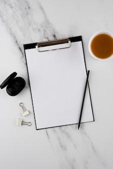 Disposición de los artículos de escritorio sobre la vista