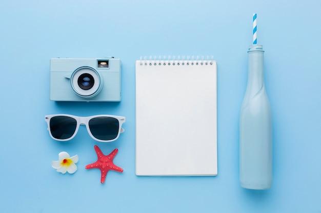 Disposición de artículos de viaje sobre la vista