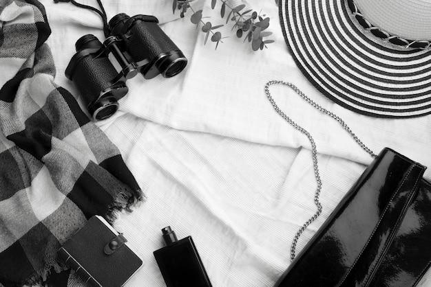 Disposición de artículos de viaje de vista superior Foto gratis