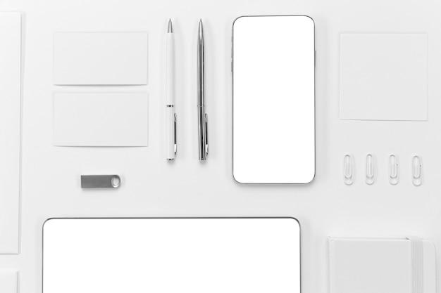 Disposición de bolígrafos y dispositivos de vista superior