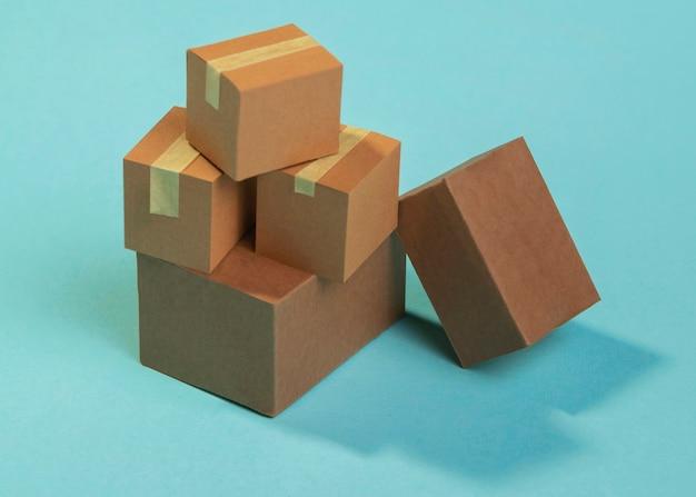Disposición de cajas de envío de ángulo alto
