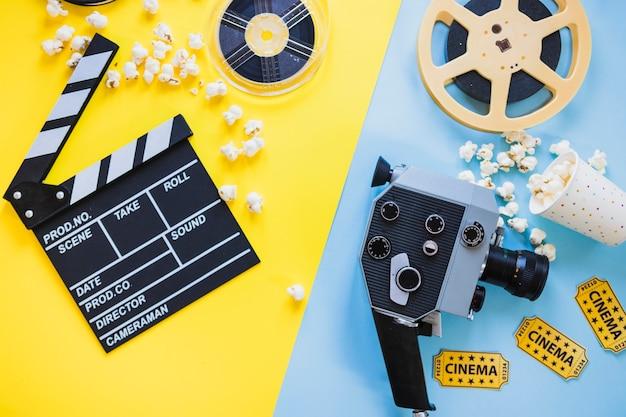 Disposición de la cámara de cine y carretes