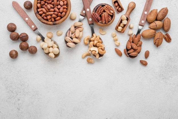 Disposición de diferentes tipos de frutos secos.