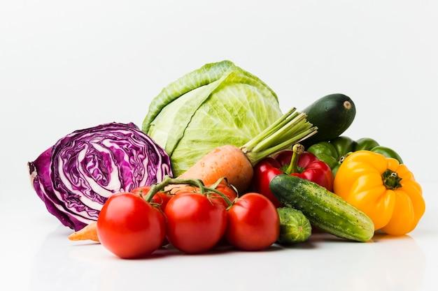 Disposición de diferentes verduras frescas.
