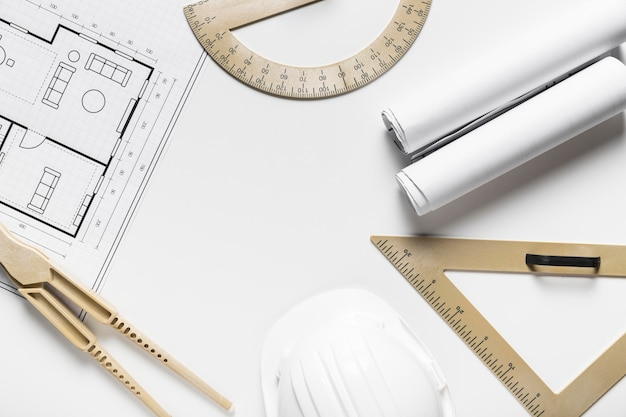 Disposición de elementos arquitectónicos sobre fondo blanco.